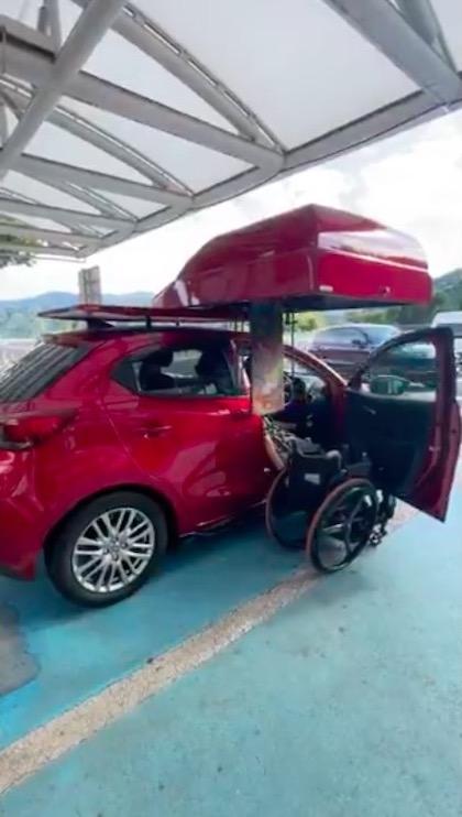 車椅子 クルマ 障害者向け駐車スペース