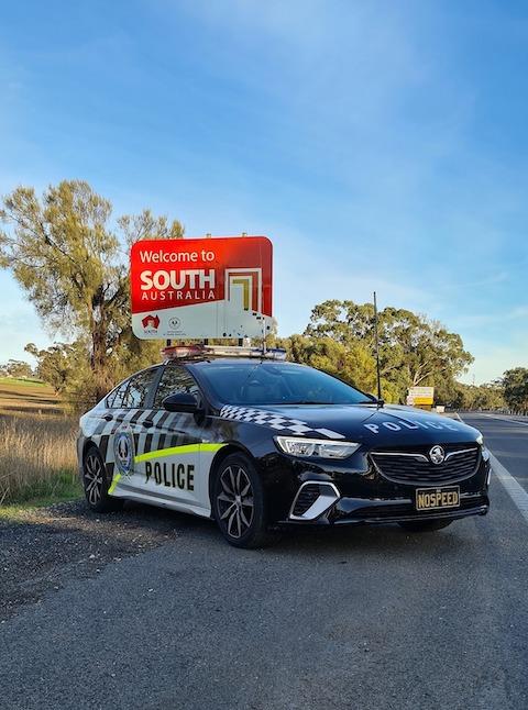 オーストラリア 警察 80歳 時速180キロ 爆走