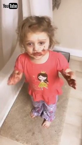 「Kid Gets Scolded By Mom When She Smears Her Lipstick All Over Herself - 1199920」