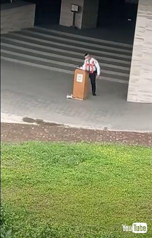 子猫と警備員
