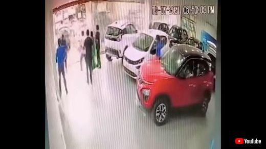 インド クルマ 納車 事故