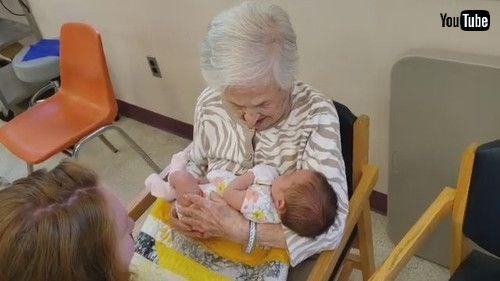 「108-Year-Old Great Great Grandmother Meets Newborn Baby    ViralHog」