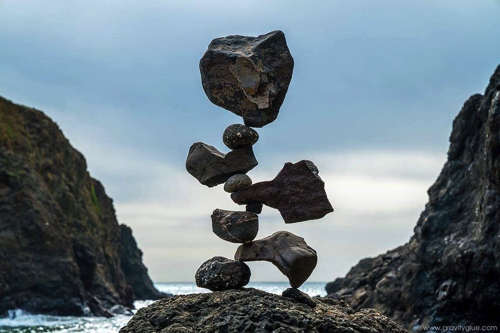 絶妙なバランスで積まれた石