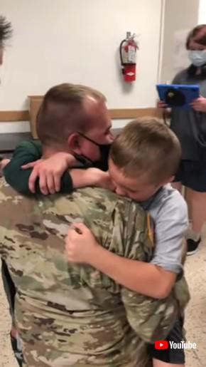 軍人パパのサプライズ