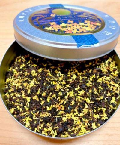 金木犀の花びらをたっぷりブレンドした茶葉