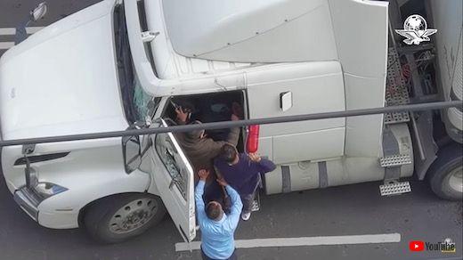 メキシコ 事故 事件 大型トレーラー 暴走