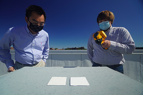 ギネス記録「世界で最も白い塗料」をパーデュー大学が開発 エアコンの消費電力削減に貢献すると期待