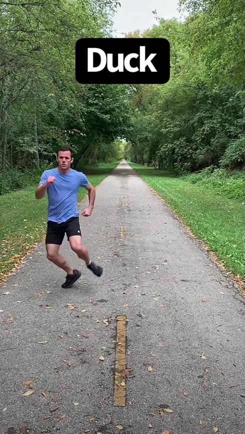 もしも動物が人間になったらどう走る? 人化したシカやカンガルーを表現するモノマネ動画に笑いが止まらない