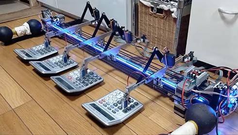 電卓演奏ロボがトルコ行進曲を披露 高速移動でダダダダダッと打鍵する演奏の迫力がすごい