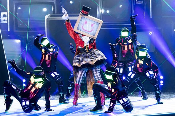 ザ・マスクド・シンガー ドラゴン3 Missテレビジョン エスカルゴ バード T-REX 連獅子 ネオンパンダ イカキング ニンジャ ローズ ウルフ アマビエ 正体 歌っているのは誰だ