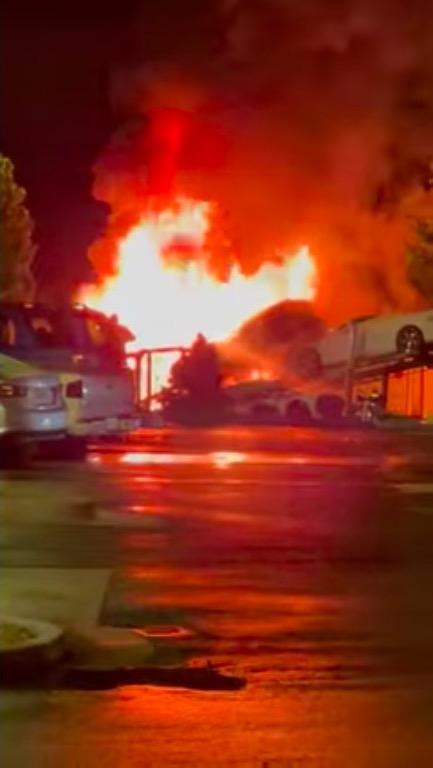 火災 車両 シボレー コルベット 事故