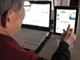 「なんだ朝日新聞は読めないのか」——高齢者がiPadを使ったら?