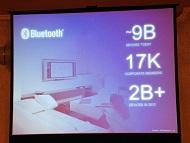 a280a602b5 Bluetooth SIGに参加する企業も全世界で1万7000社にのぼる。日本でも約800社が加入している(写真=左)。Bluetooth 4.0 に準拠する新規格「Bluetooth ...