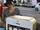 日刊アップルPickUp!:台風一過のアップルストア銀座、「iPhone 5s」待ちの行列は20人超に