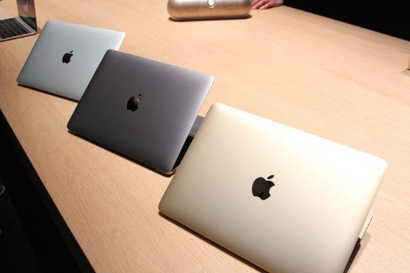 いろいろ割り切った仕様の新型MacBook。天板のアップルロゴはステンレスの鏡面仕上げになっている