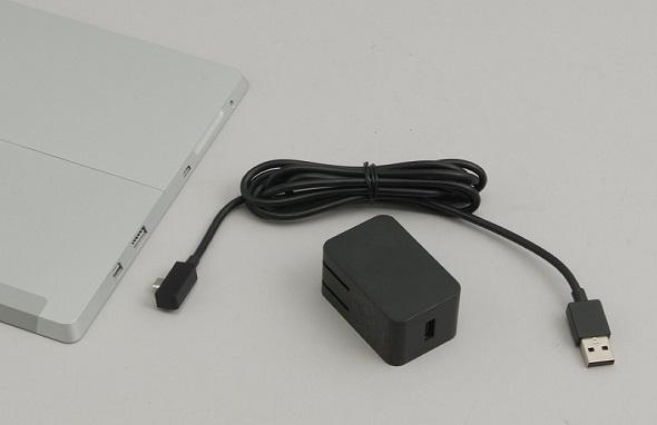 Surface 3に付属するACアダプタ