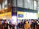 古田雄介のアキバPickUp! 号外:熱帯夜のアキバに群衆——コアユーザーの愛を感じた「Windows 10」深夜販売