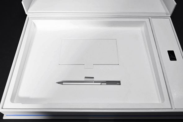 Surface Book�p�b�P�[�W��