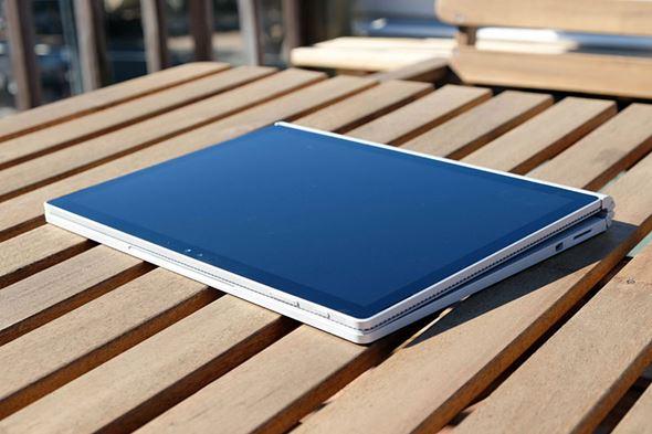 Surface Bookの画面を反対向きに装着