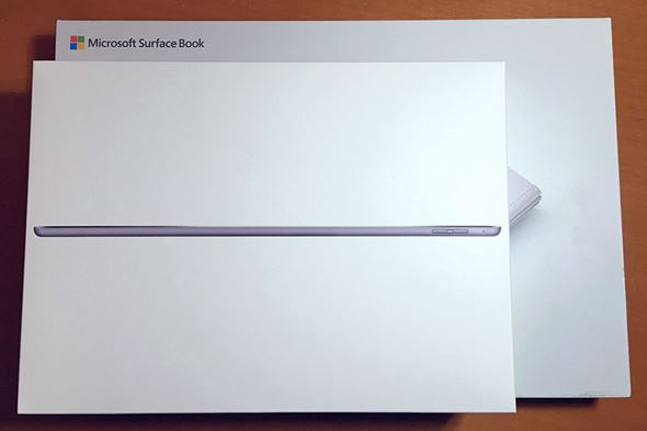 Surface BookとiPad Proの箱サイズ比較