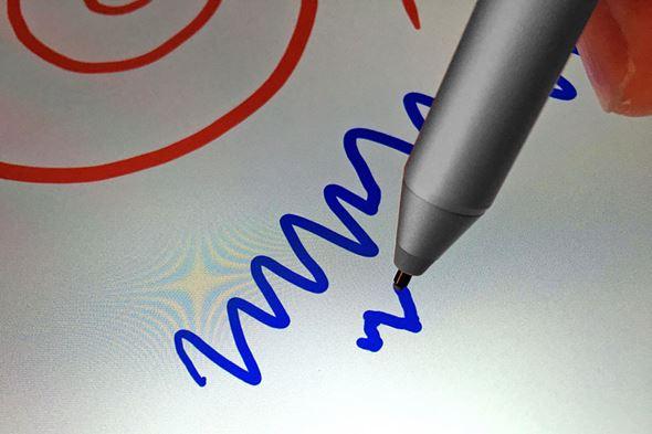 視差が小さく直感的に描けるPixelSenseディスプレイ