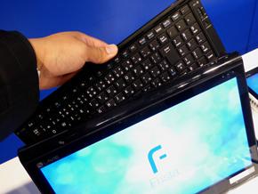 ワイヤレスキーボードは本体背面に収納可能