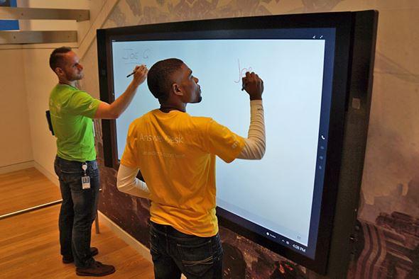 Surface Hubの84型モデル
