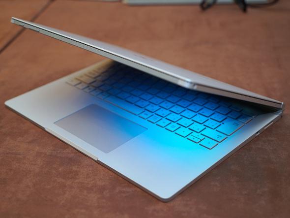 Surfaceといえばタブレットだったが、クラムシェル型の新シリーズが登場