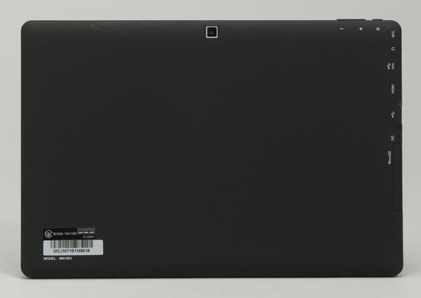 9237151345 MT -WN1001はオールブラックのシンプルなデザイン。ラバー質の塗装がされていて、しっとりとした手触りだ。さほど目立たないが、比較的指紋はつきやすい部類に入る。