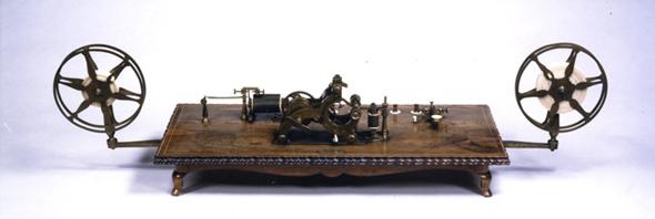エンボッシング・モールス電信機
