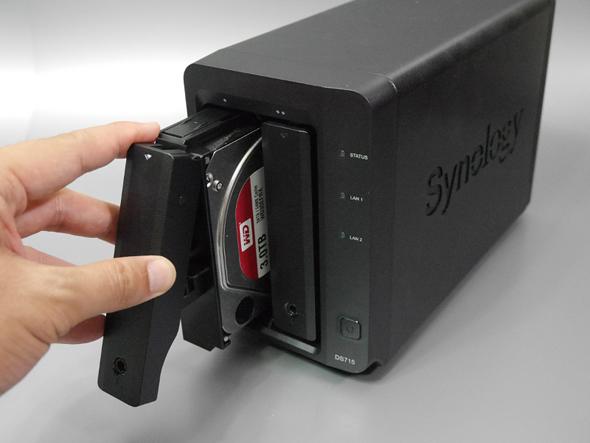多くの製品はカートリッジ式で抜き差しも容易だ。電源を入れたままディスクを抜き差し可能なホットスワップにも対応する