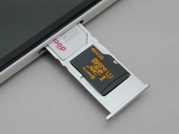 microSIMカードとmicroSDは一緒のトレイに載せる