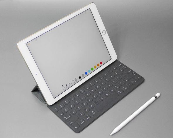9.7インチiPad Proと純正の周辺機器