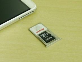 microSIMとmicroSDを同時搭載