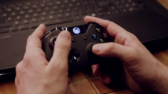 ゲーム操作はXBOXコントローラーで行う