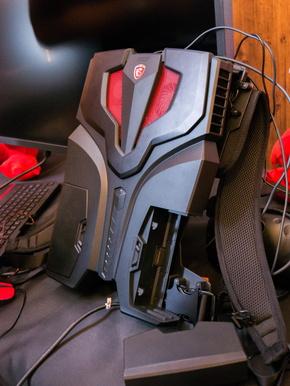 リュック型PC「VR One」
