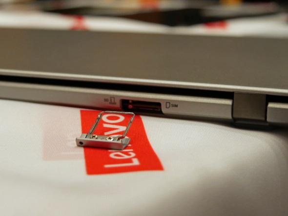 背面のMicro SIM・microSDスロット