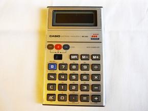 初代のゲーム電卓「MG-880」