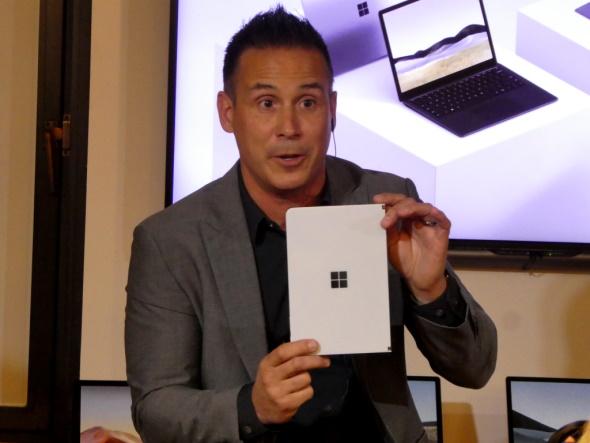 Surface Neoをチラ見せするバーロゥ氏