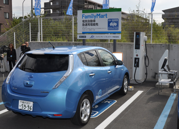 電気自動車の有料急速充電サービス開始、コンビニやレストランでも充電可能に