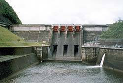 Kamafusa_Dam_Small_Water_Power.jpg