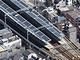 阪神電車が「軽さ」を選ぶ、駅に適した太陽電池