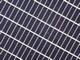 太陽電池の出力アップ、網目電極とセルの裏返しで実現
