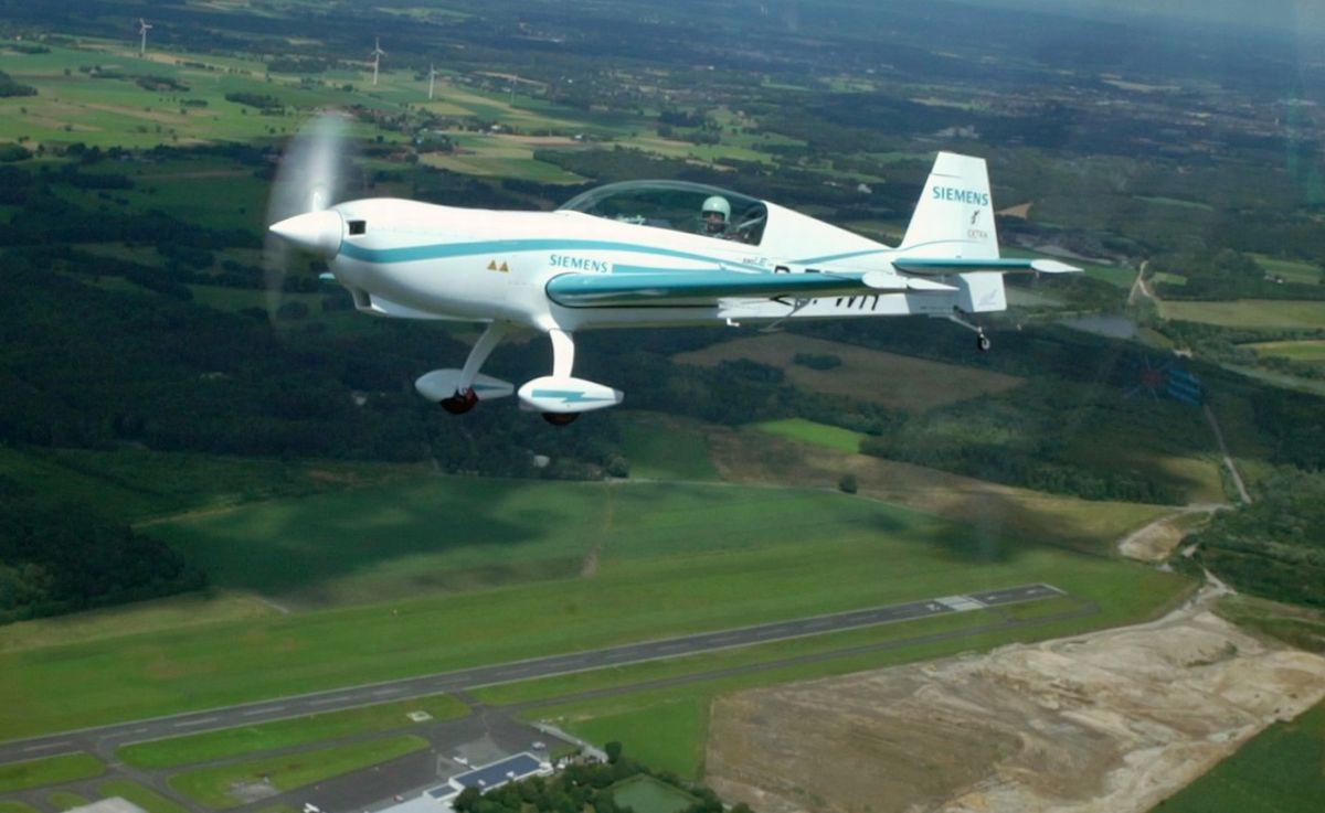 省エネ機器:飛行機がハイブリッドになる、電気で飛べばCO2も騒音も少ない (1/2)