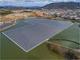 ため池に「両面ガラス」の太陽光パネル、岡山県で水上メガソーラー稼働