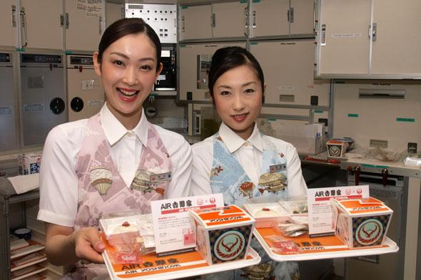 """上空1万2000メートルで味わう牛丼「AIR 吉野家」、それは""""つゆだく"""""""