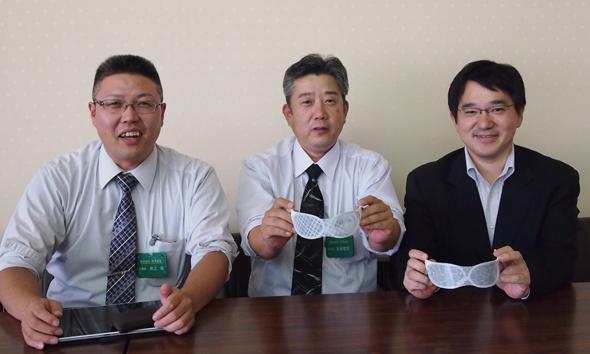 左から、前澤金型 工場長の井上治氏、前澤金型 取締役の玉田隆則氏、国立情報学研究所 教授の越前功氏