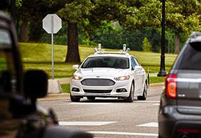 フォードが米国各州で走らせている「フュージョン・ハイブリッド・セダン」ベースの自動運転試験車