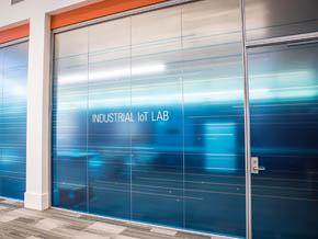 インダストリアルIoTの研究施設「NI Industrial IoT Lab」