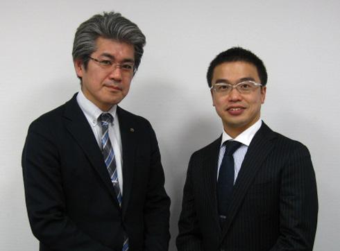 ヤマハ発動機 IM事業部でロボットビジネスの部長を務める村松啓且氏(左)と筆者